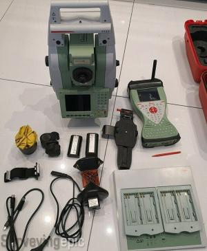 Leica TS12 P5 R400 robotic total station with CS15